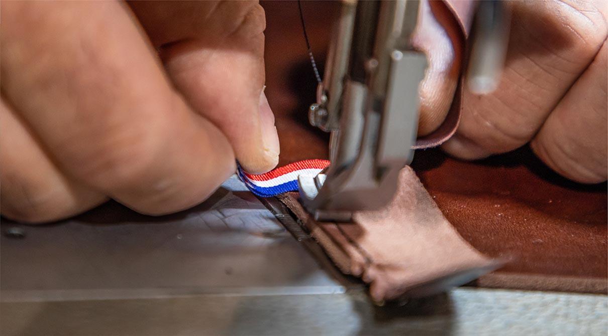 fabrication de la galoche : couture de la bordure