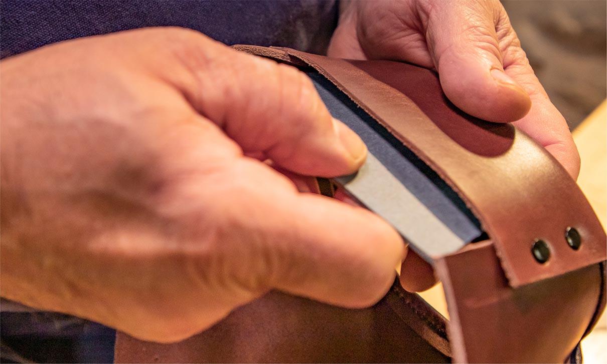 Fabrication de la galoche : montage du contrefort